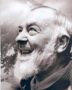 Padre Pio sorridente
